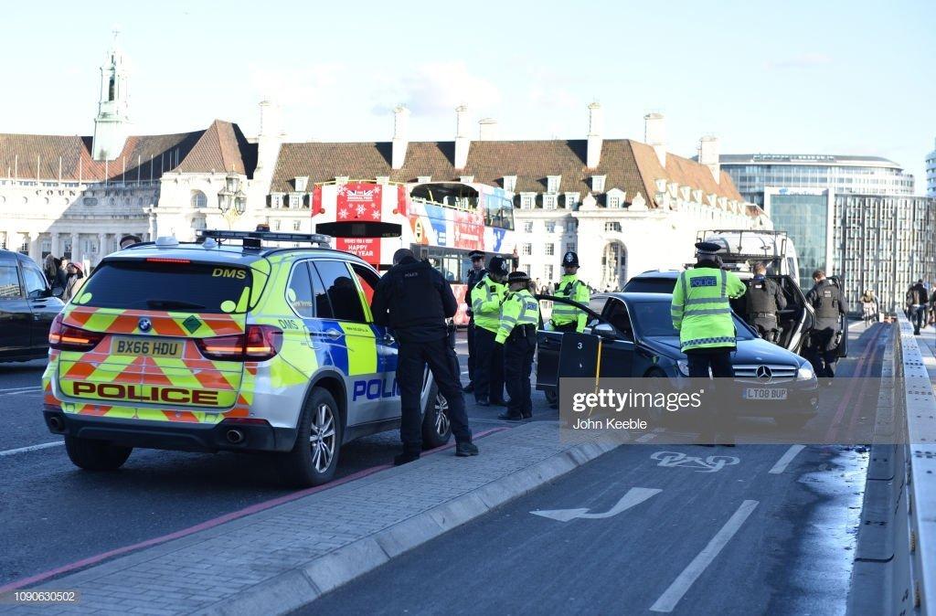 Quelques policiers et policières sur le route| Photo : Gettyimages