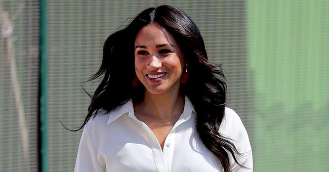 Meghan Markle en robe blanche à ceinture pour le dernier jour de la tournée royale