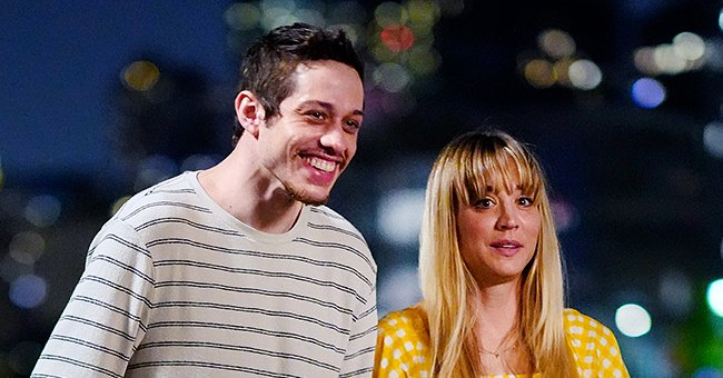 Pete Davidson and Kaley Cuoco on the set of 'Meet Cute' in New York City   Photo: Gotham/GC Images via Getty Images)