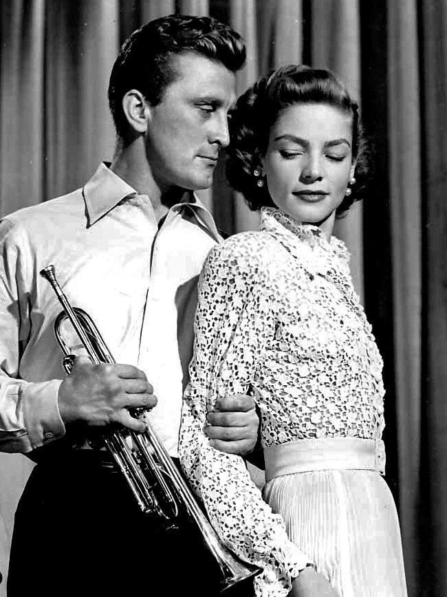 Douglas and Lauren Bacall in Young Man with a Horn | Photo: Wikimedia Commons Images