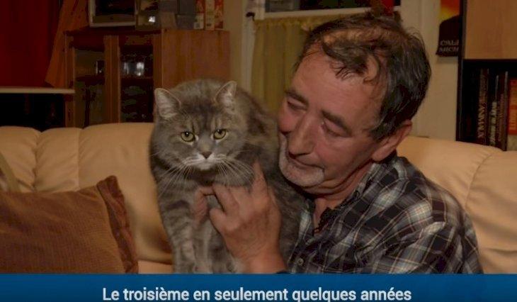 Claude Dromar accueille les journalistes avec son chat. I Photo : Youtube/BFMTV