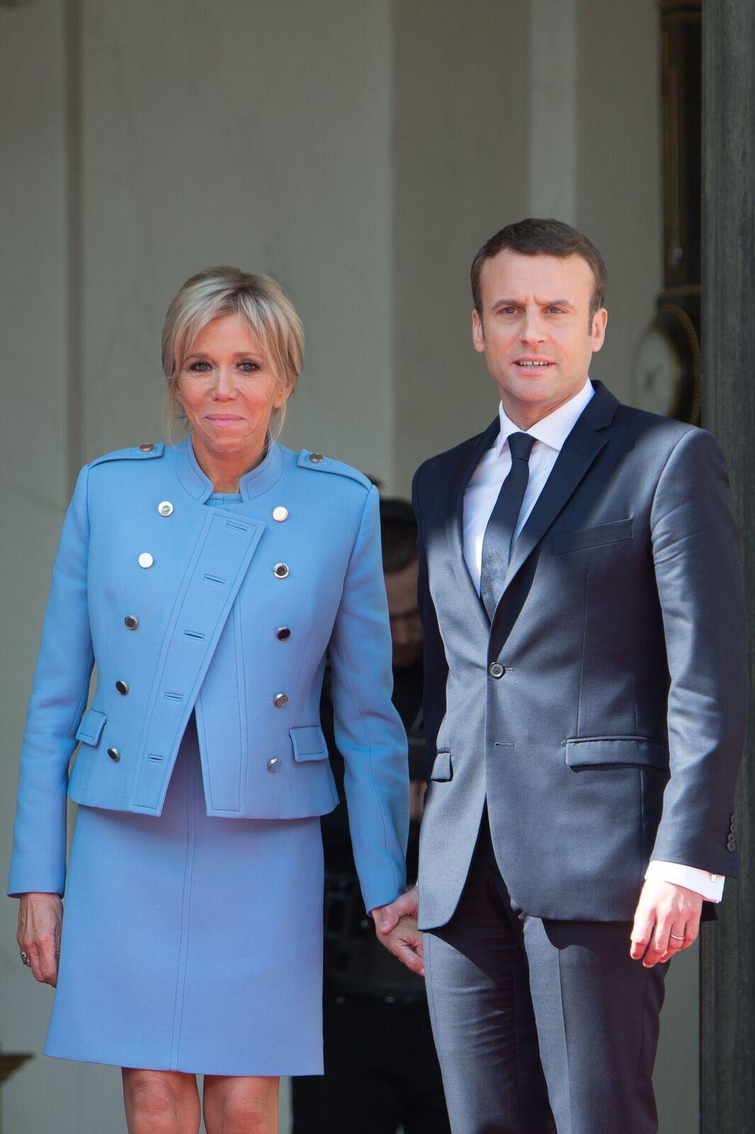 Brigitte et Emmanuel Macron lors de la cérémonie d'investiture à l'Elysée | Photo : Getty Images