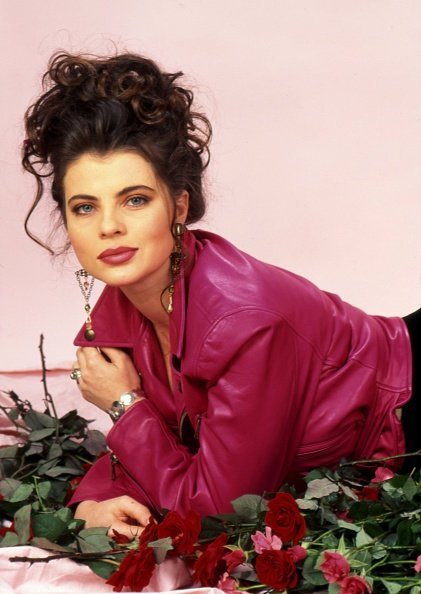 Yasmine Bleeth posed for a portrait session in 1995 in Los Angeles, California. | Photo: Getty Images