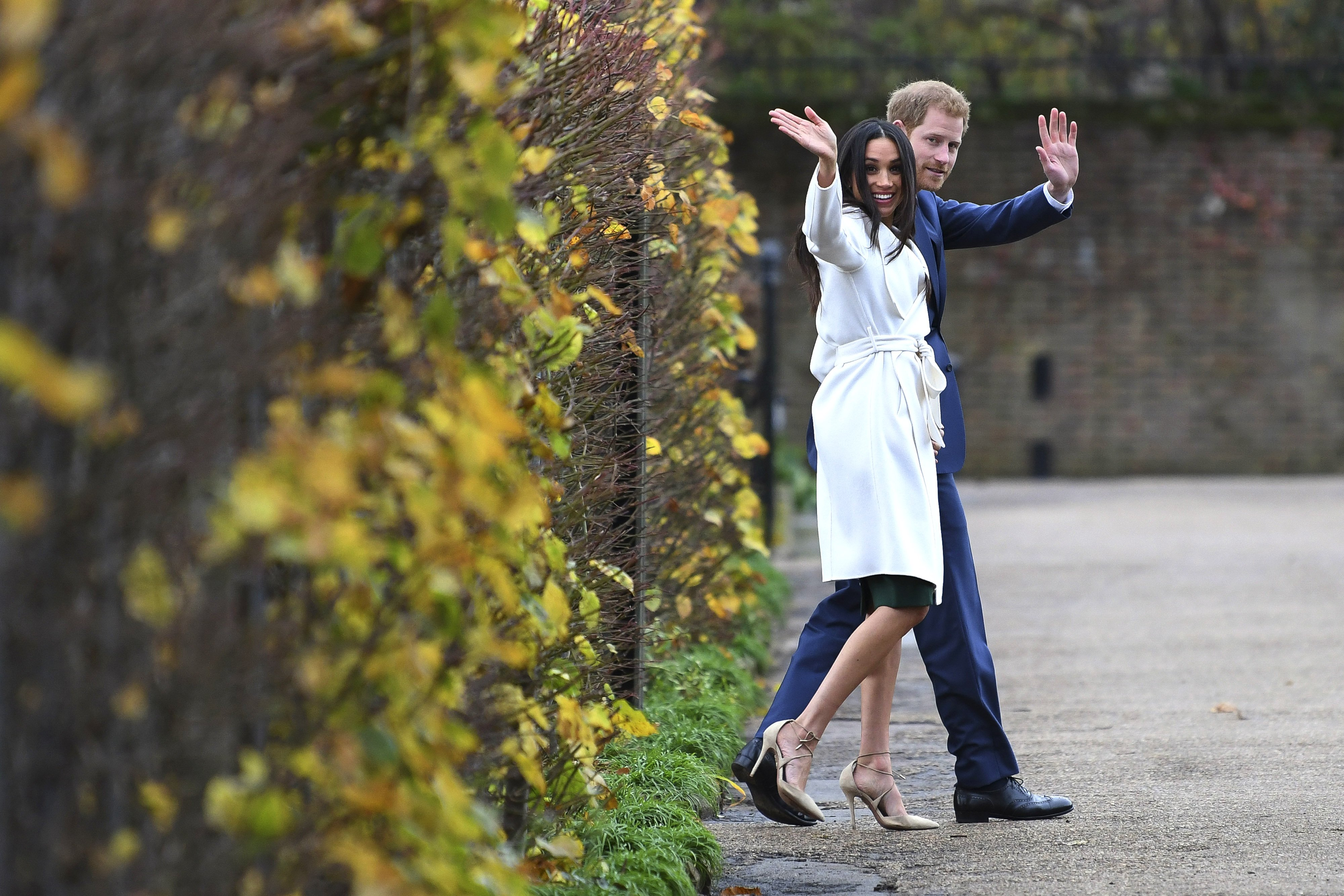 Prince Harry and Meghan Markle attend an official photocall to announce their engagement at The Sunken Gardens at Kensington Palace on November 27, 2017 in London, England   Photo: Getty Images
