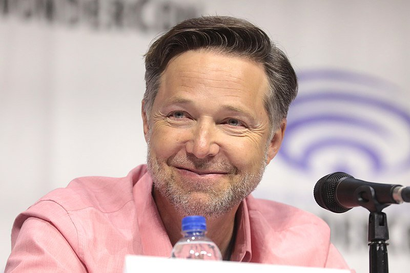 "George Newbern speaking at the 2019 WonderCon, for ""Justice League vs. the Fatal Five."" 