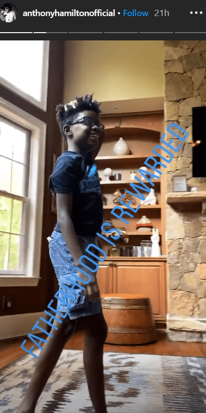 Anthony Hamilton shared a photo on his son Nolan Anthony Hamilton standing in their living room | Source: Instagram.com/anthonyhamiltonofficial
