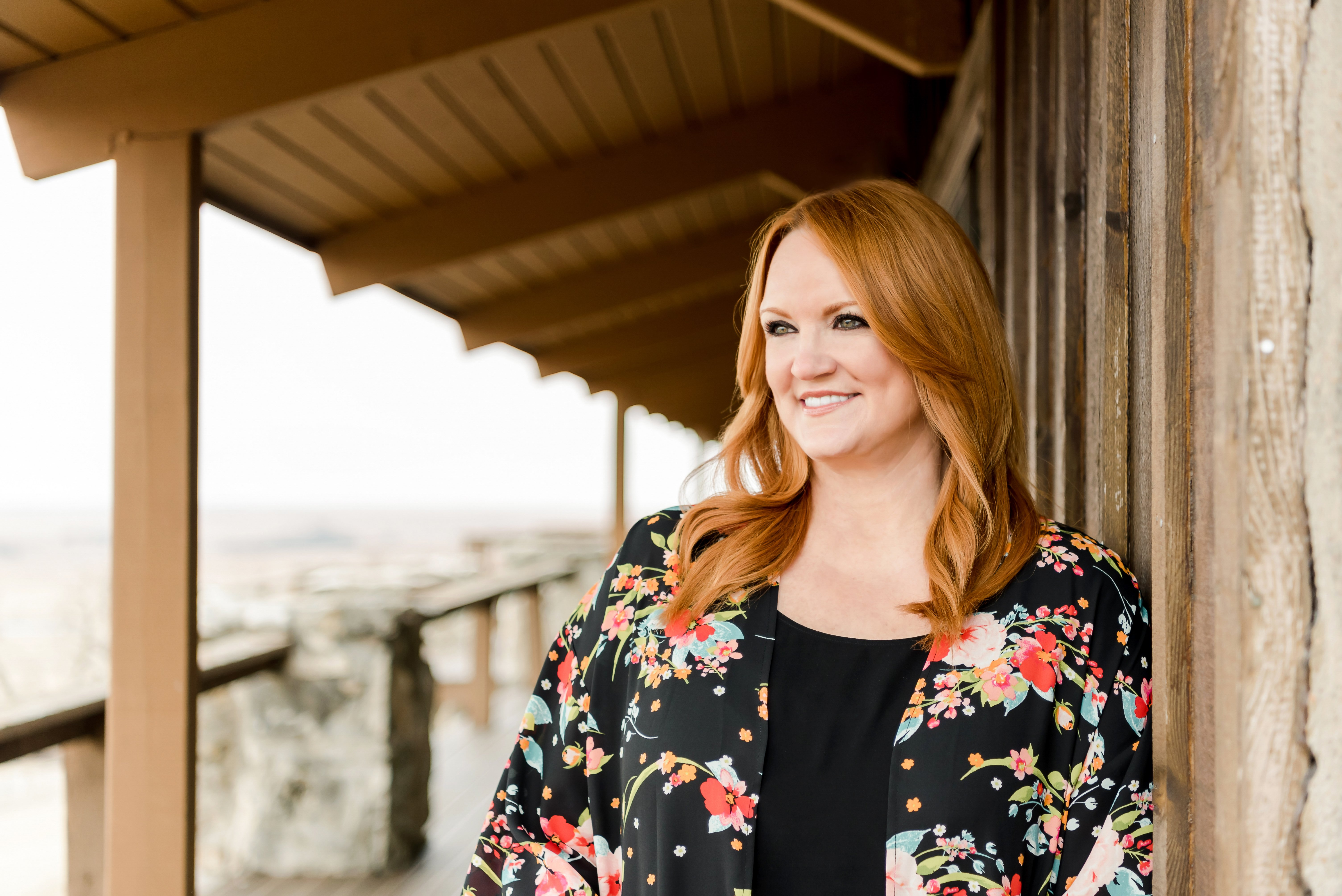 Ree Drummond looking engaging in floral. | Source: The Pioneer Woman/Ree Drummond