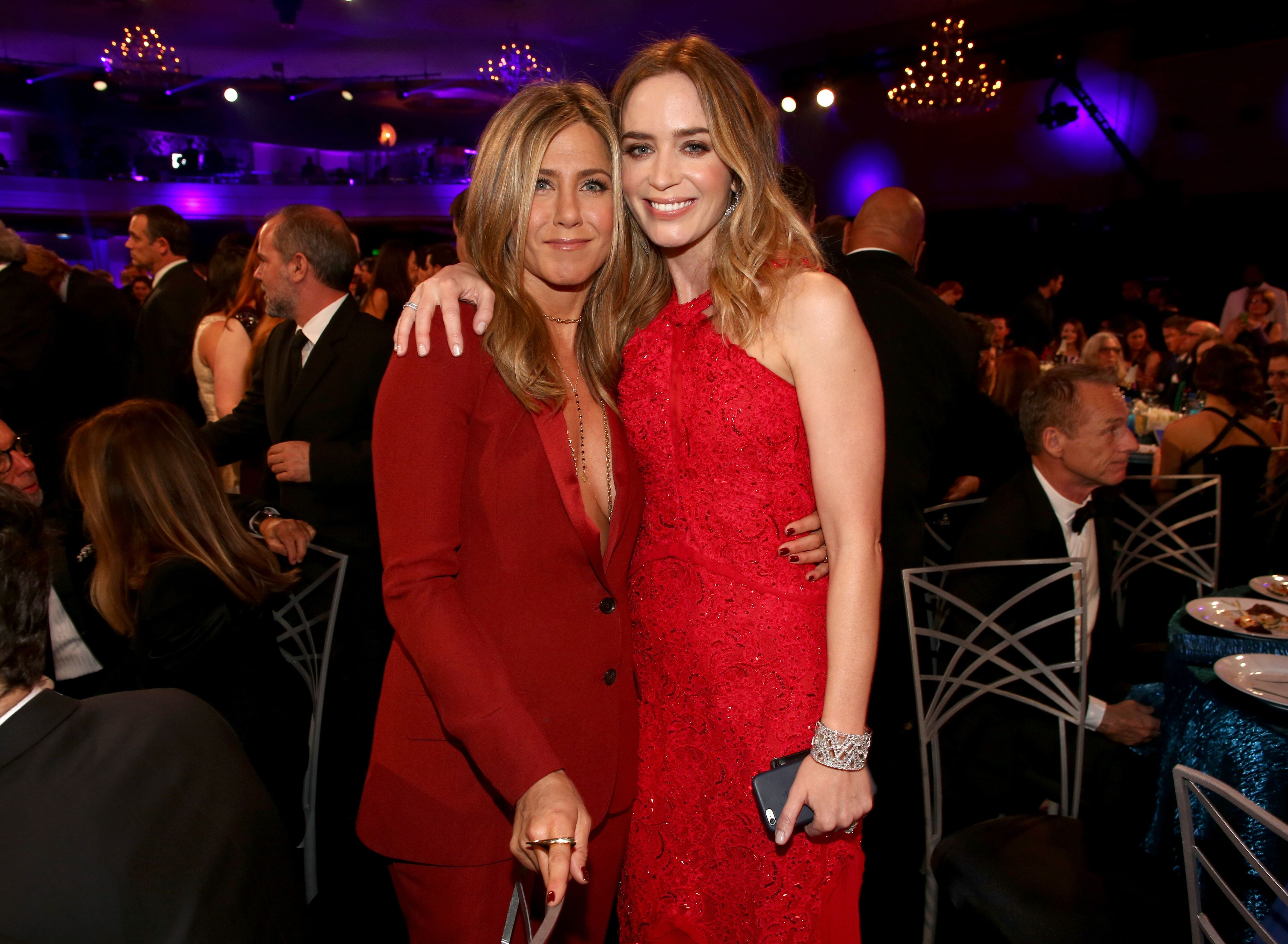 Jennifer Aniston and Emily Blunt pose during the 20th annual Critics' Choice Movie Awards. | Source: Getty Imagse