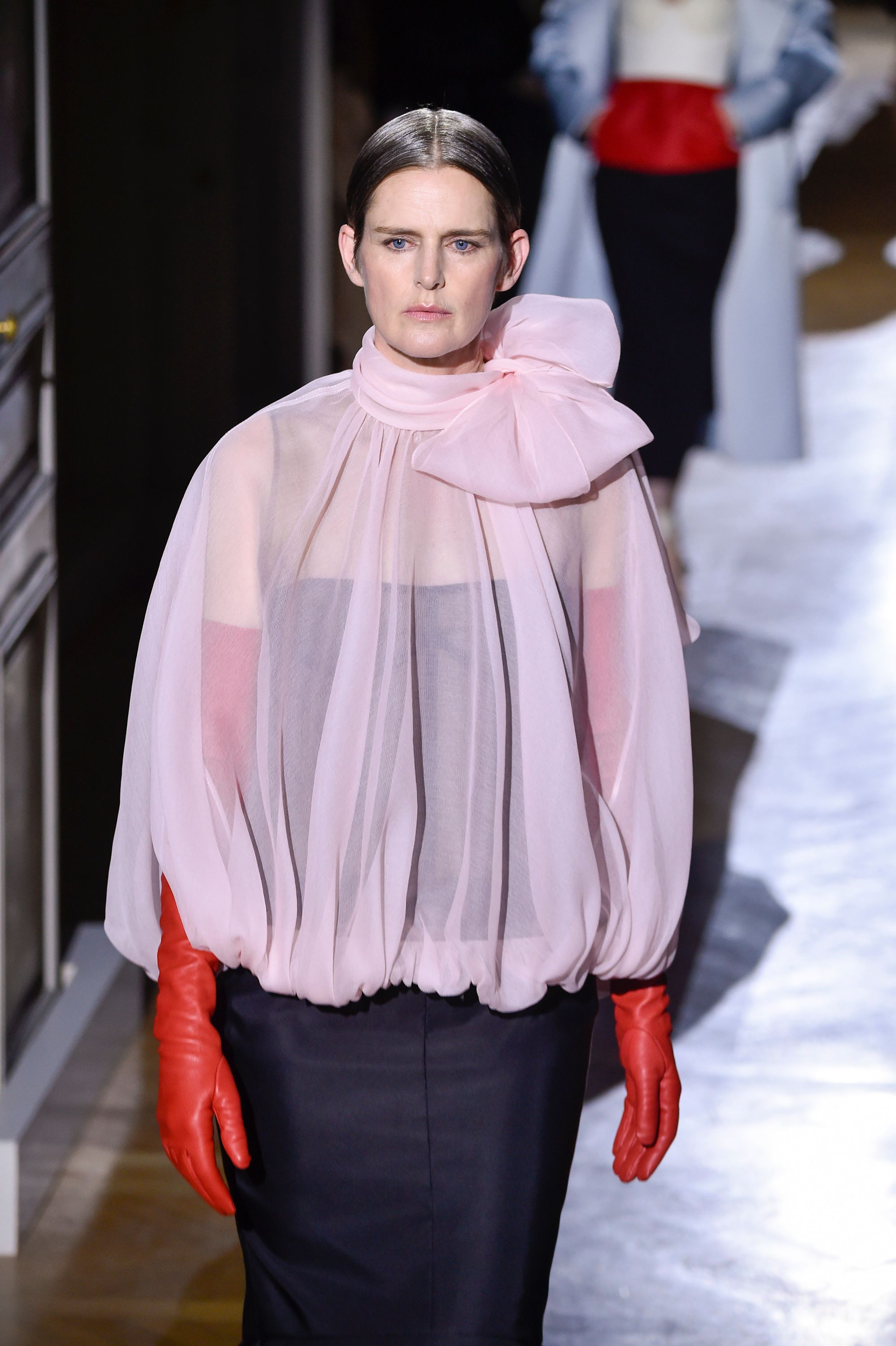 Stella Tennant walks the runway during the Valentino Haute Couture Spring/Summer 2020 at the Paris Fashion Week on January 22, 2020 in France. | Photo: Getty Images