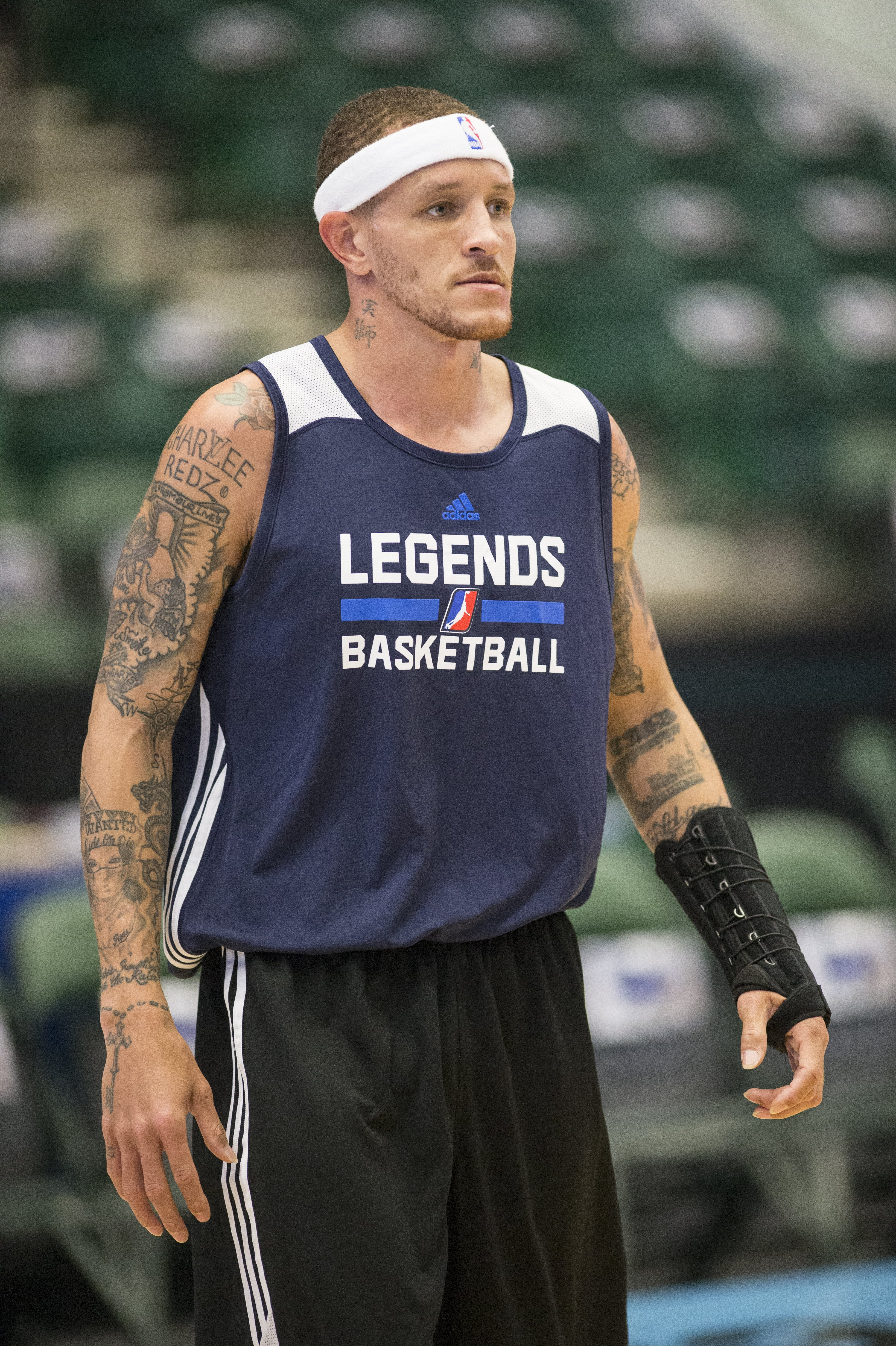 Delonte West on the court during a solo pre-game workout at the Dr. Pepper Arena on April 1, 2015, in Frisco, Texas | Photo:Michael Mulvey for The Washington Post/Getty Images