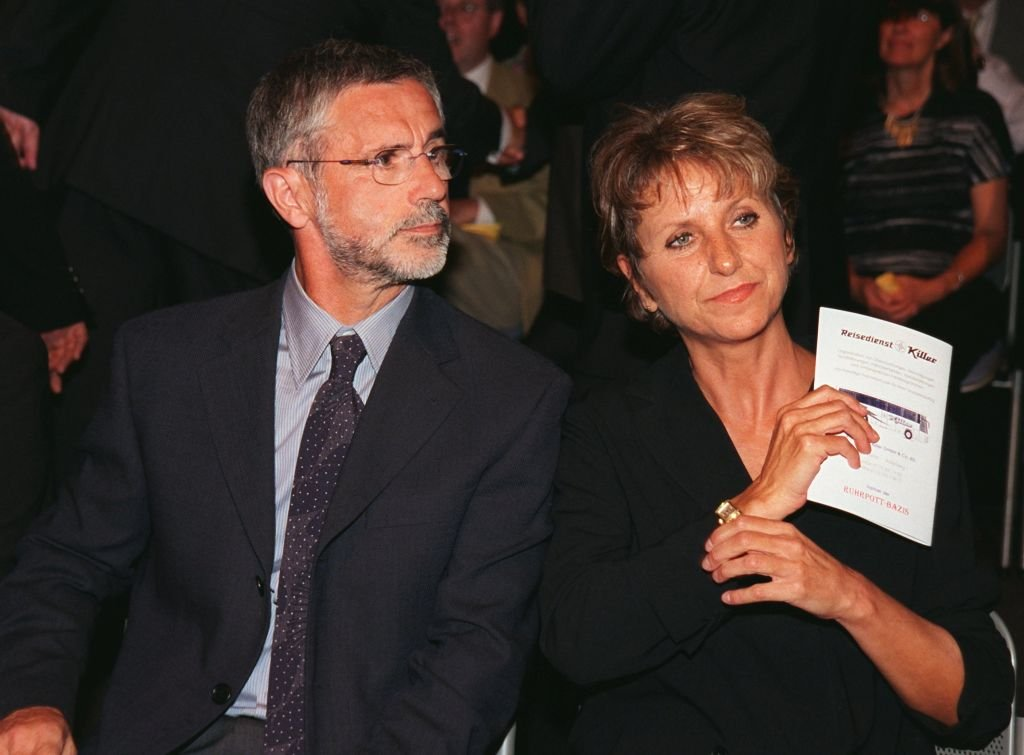 "Bomber Gerd Müller und seine Frau Uschi vor Beginn der ARD-Gala ""Willkommen im Fußball-Land"", die am 31.7.1999 in der KölnArena stattfand (Photo by Achim Scheidemann)I Quelle: picture alliance via Getty Images"