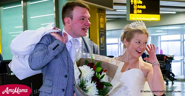 Online couple gets married hours after meeting in person for the first time on Christmas Day