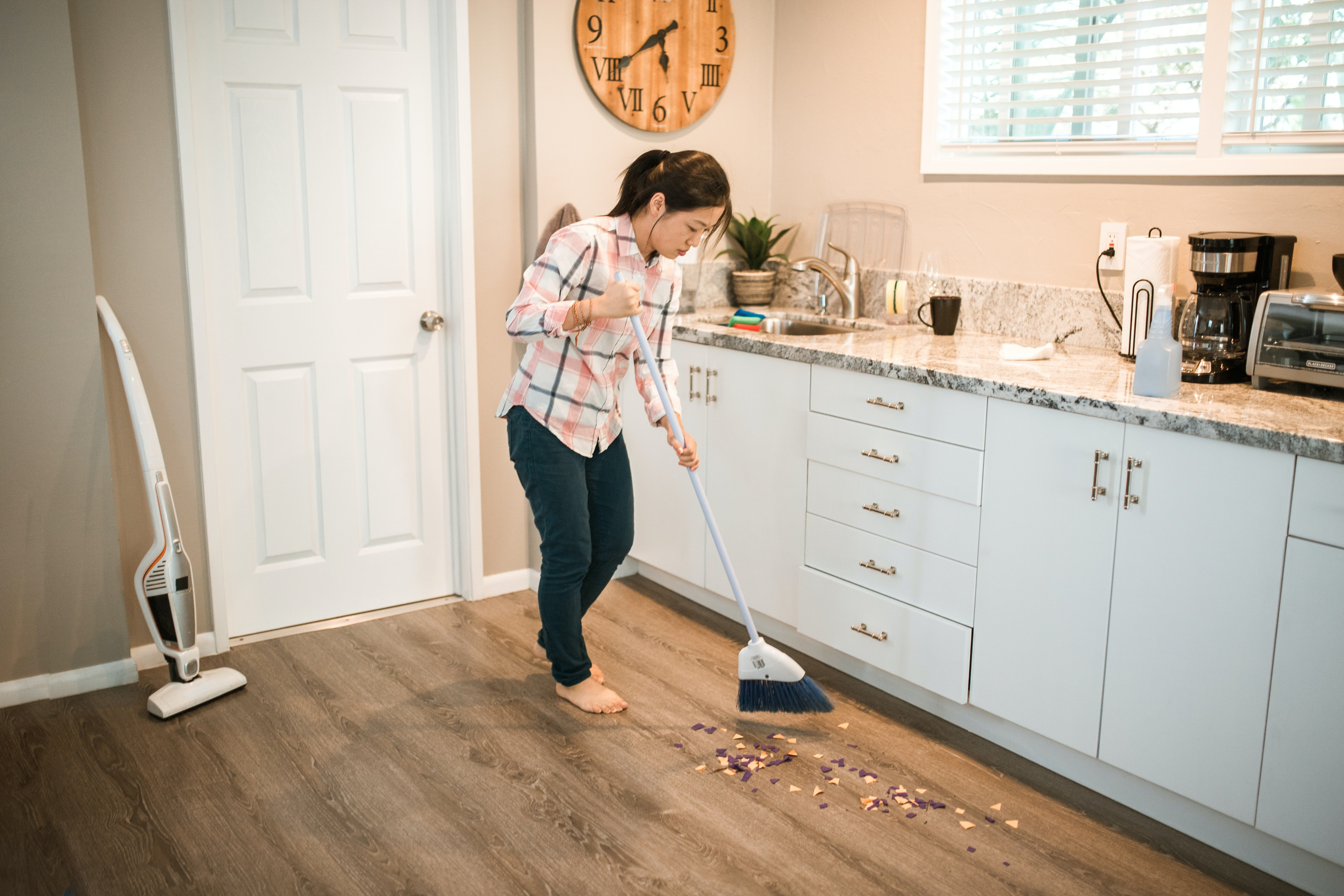 I began helping Stephany with the cleaning   Photo: Pexels