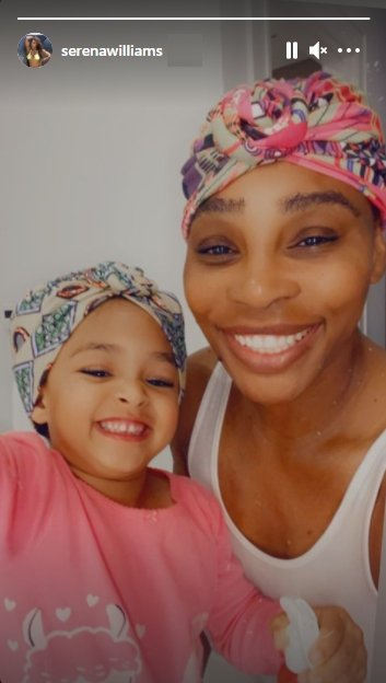 Serena Williams and her daughter Alexis showing off their colorful headbands. | Photo: Instagram/serenawilliams
