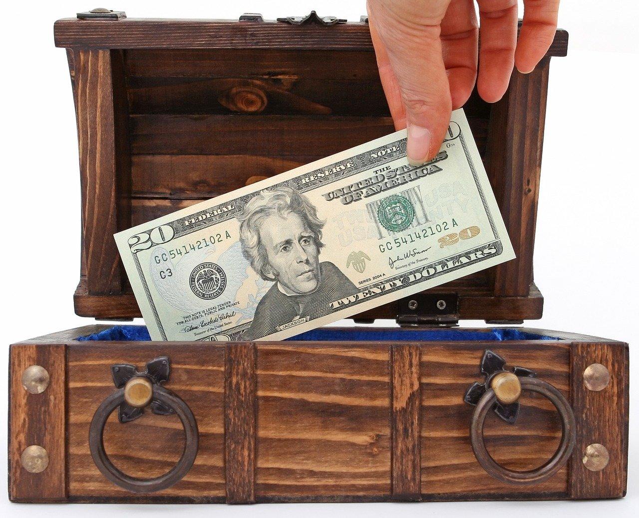 Geld in Box - Quelle: Pixabay