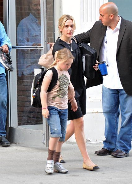 Kate Winslet und ihre Tochter Mia, Manhatten, 8. April 2010 | Quelle: Getty Images