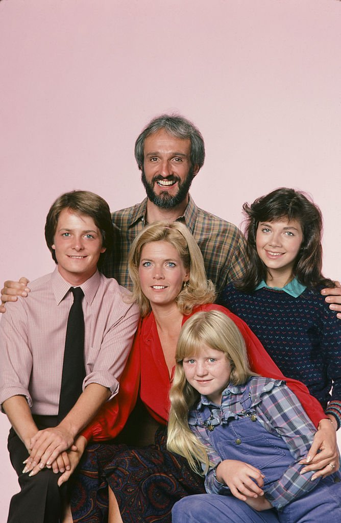 "Michael J. Fox as Alex P. Keaton, Michael Gross as Steven Keaton, Meredith Baxter as Elyse Keaton, Tina Yothers as Jennifer Keaton, Justine Bateman as Mallory Keaton in ""Family Ties"" 