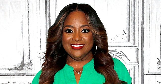 Sherri Shepherd of 'Mr Iglesias' Accepts Push Ups Challenge at Home in a Video