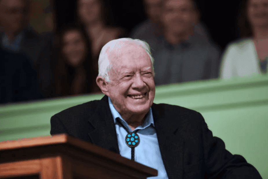 Jimmy Carter s'adresse à l'assemblée de l'église baptiste Maranatha | Source : Paul Hennessy/NurPhoto via Getty Images