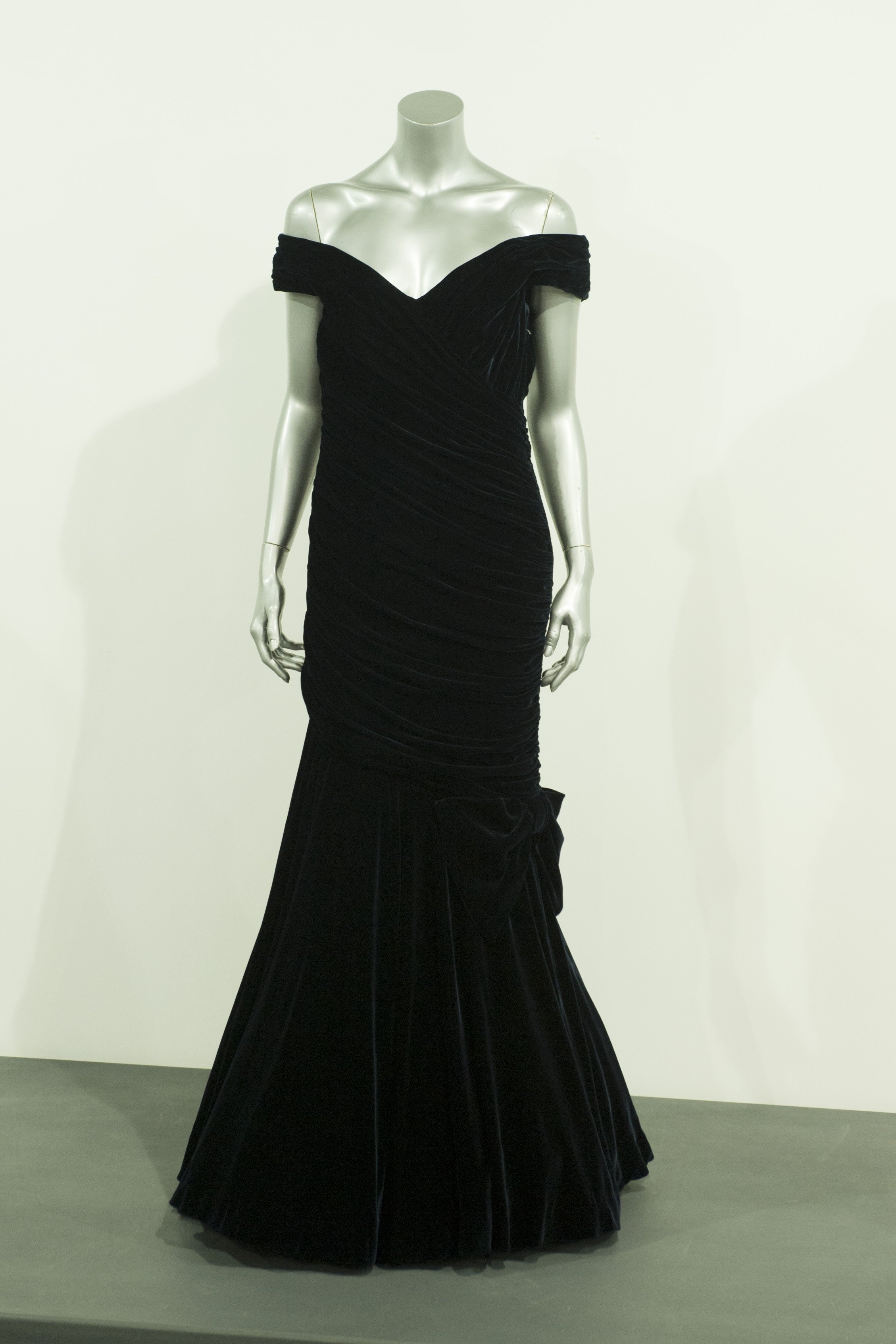 Victor Edelstein Midnight Blue Velvet Gown worn by Princess Diana in November 1985  displayed at a photocall for the 'Fit For a Princess' auction on March 15, 2013, in London, England | Photo: Simon Burchell/Getty Images