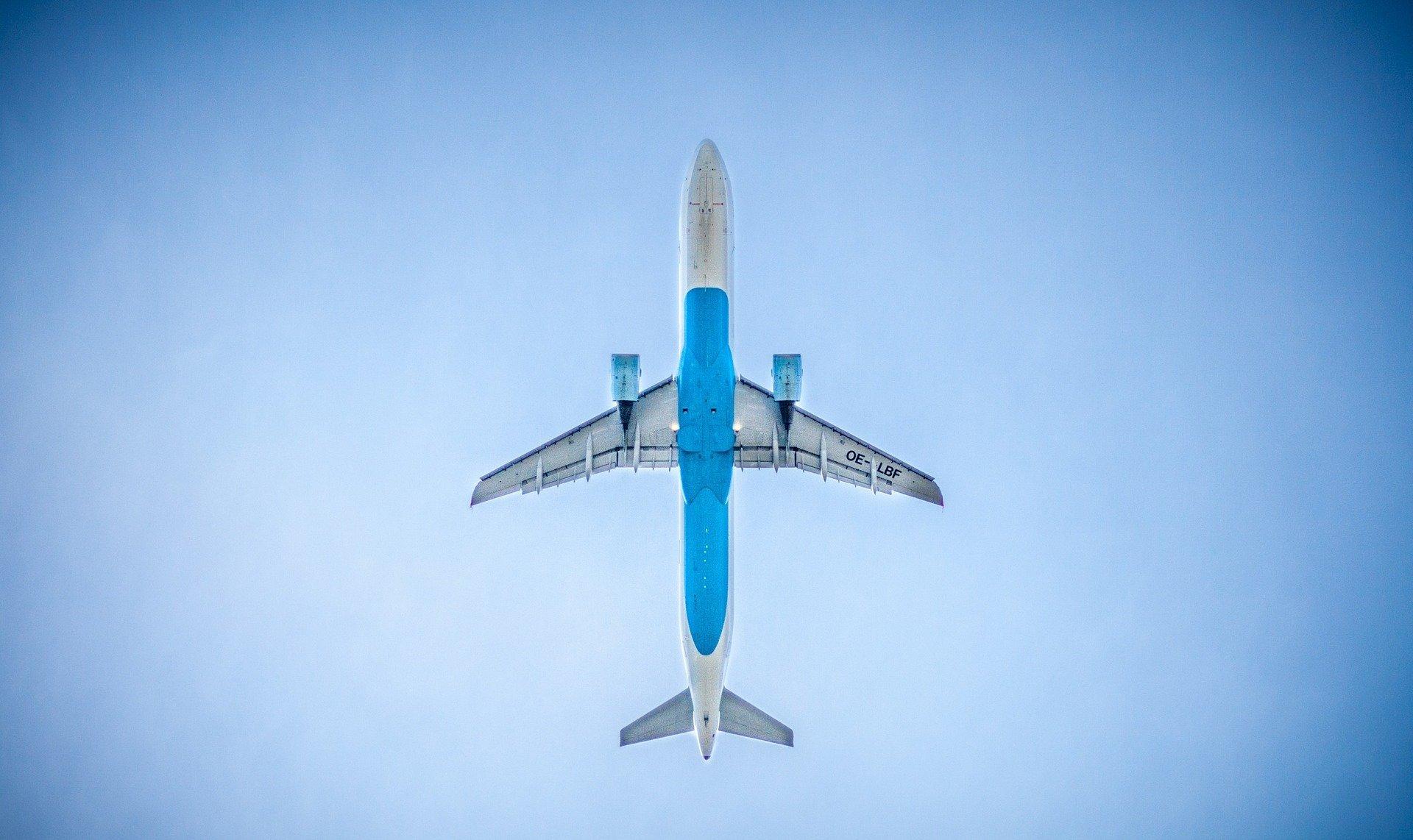 Avión en vuelo. Fuente: Pixabay