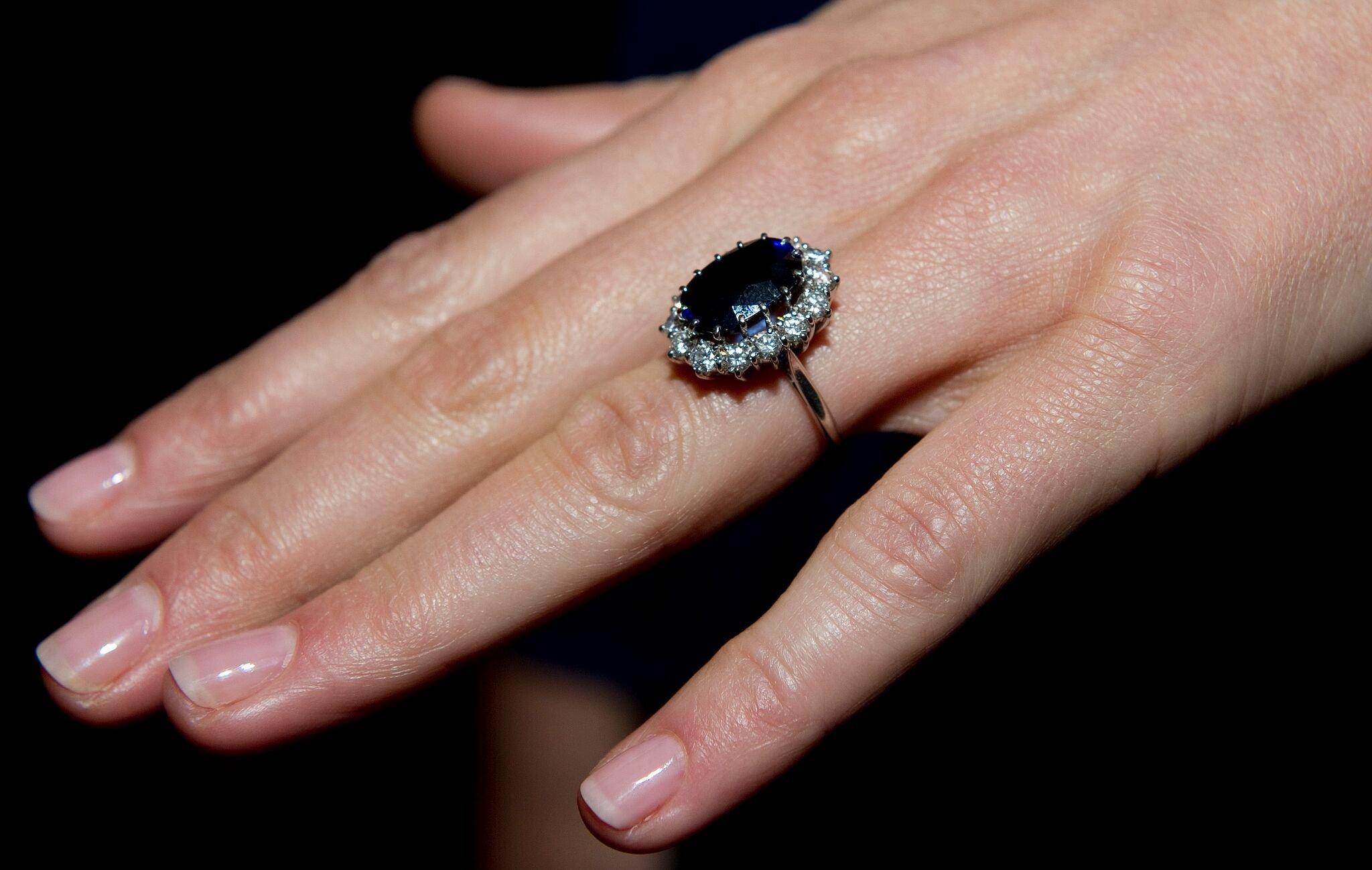 Bague de fiançailles en saphir de la princesse Diana   Photo :  Getty Images/ Global Images Ukraine