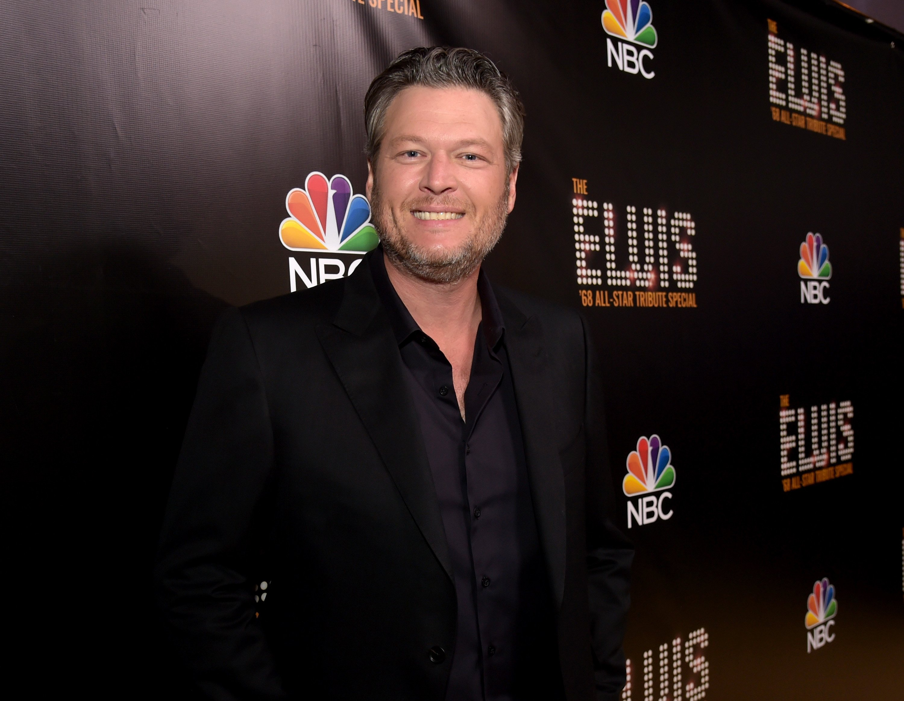 Blake Shelton appears backstage during The Elvis '68 All-Star Tribute Special at Universal Studios on October 11, 2018, in Universal City, California. | Source: Getty Images.