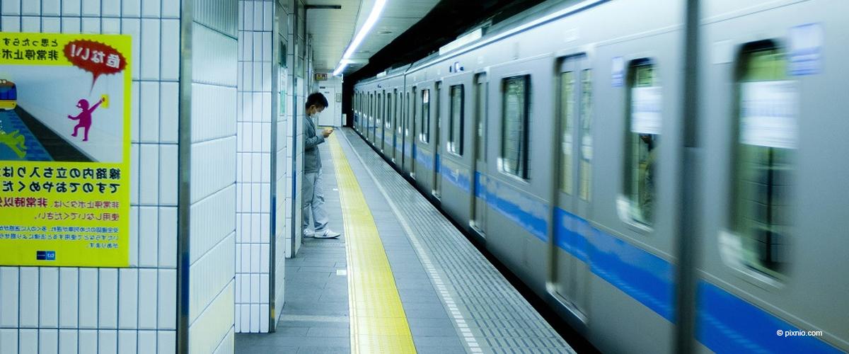 U-Bahn zieht 21-jährige angehende Schauspielerin auf die Schienen