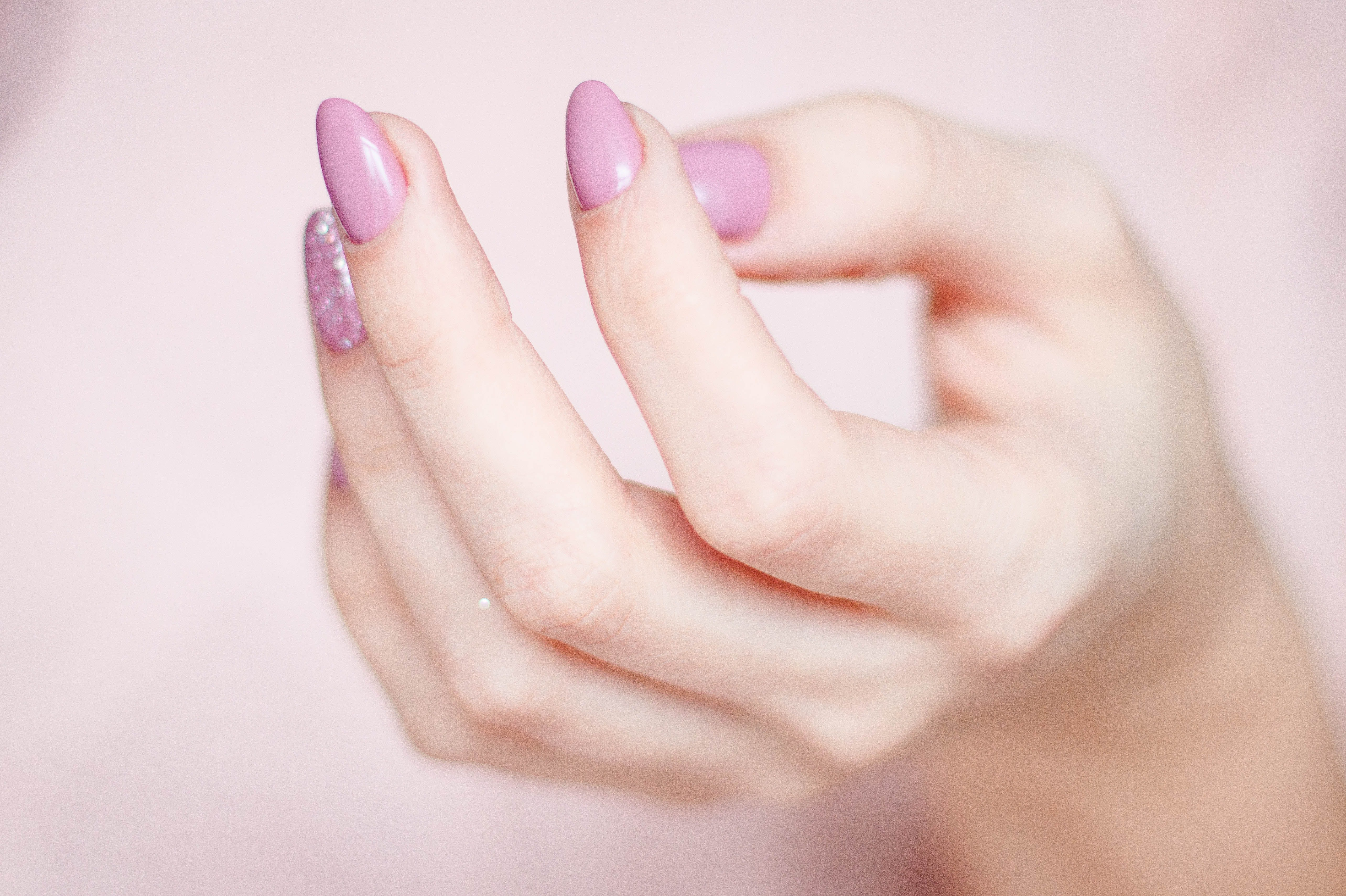 Vernis rose. | Photo : Getty Images