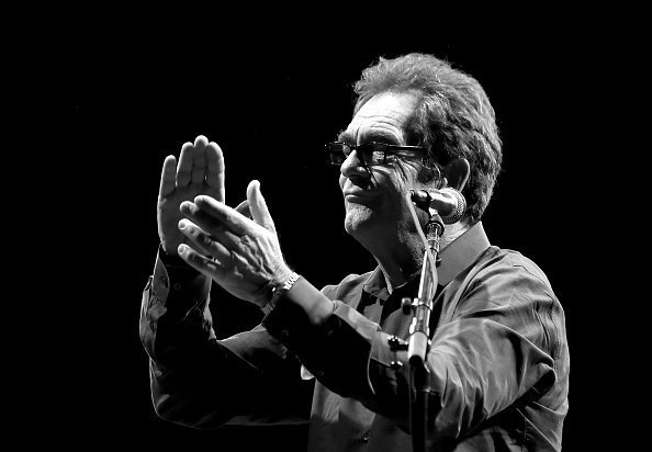Huey Lewis de Huey Lewis and the News se produit lors du Soul Bugs Superjam : Les Dap-Kings jouent les Beatles sur la scène Piestewa au Lost Lake Festival. | Photo : Getty Images