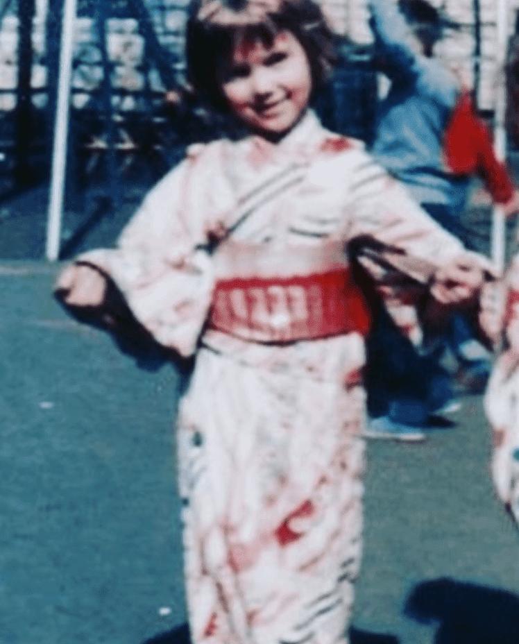 Linda Purl flaunting a kimono as a schoolgirl. | Source: Instagram/LindaPurl