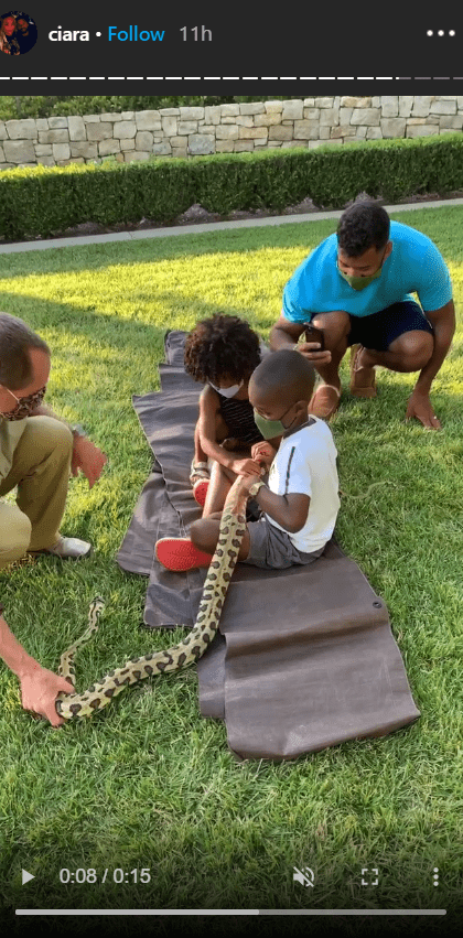 Singer Ciara's children, Future and Sienna having a lovely zoo time out in their backyard | Photo: Instagram/ciara