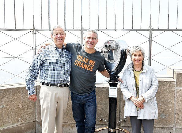 Lou Cohen, Evelyn Cohen and Andy Cohen at The Empire State Building on June 1, 2018 in New York City | Photo: Getty Images
