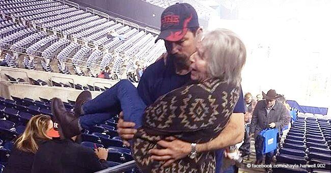 Un homme devient le héros d'Internet après avoir transporté une femme atteinte d'un cancer dans les escaliers d'un concert de musique country