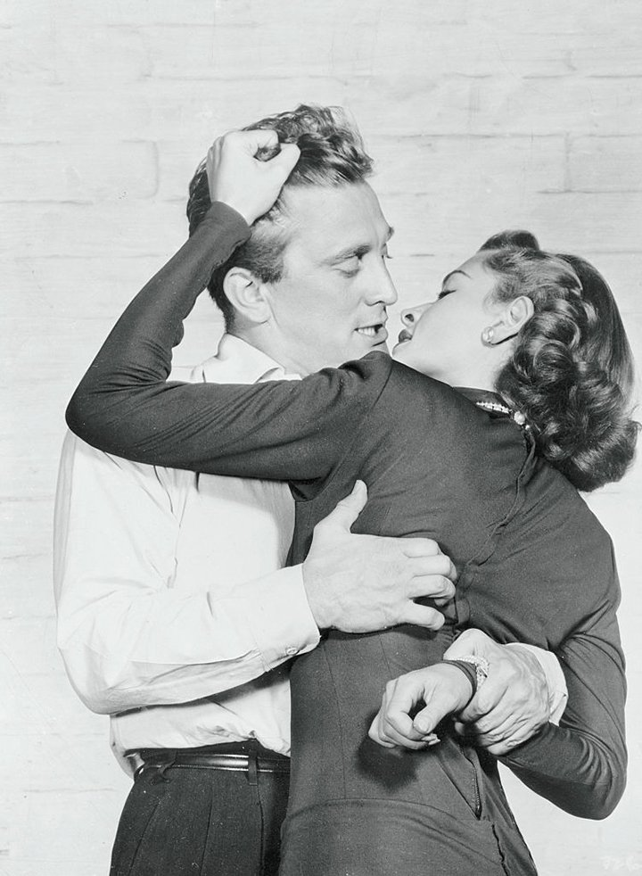 "Kirk Douglas and Lauren Bacall in ""Young Man with a Horn"" (1950). I Image: Getty Images."
