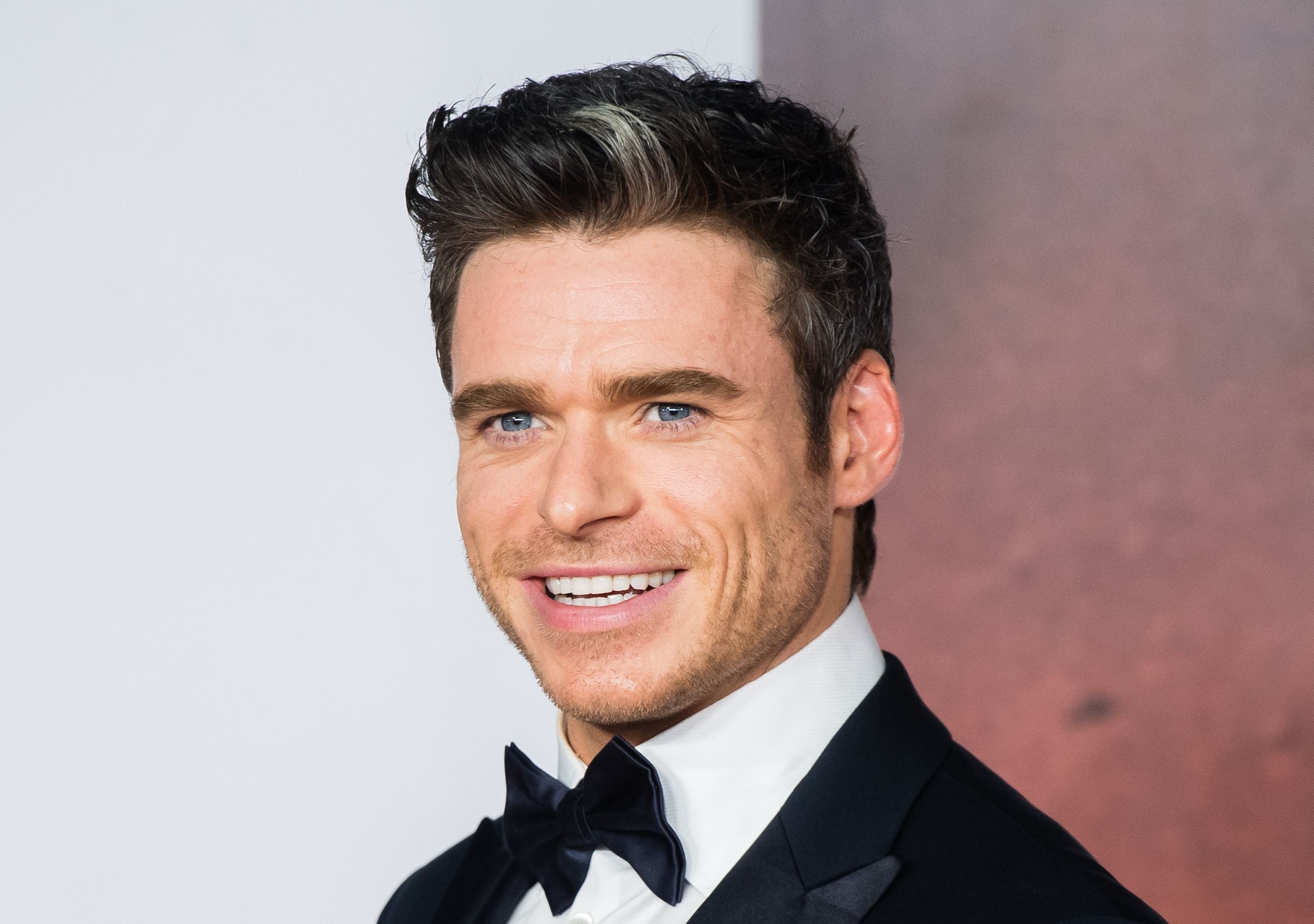 "Richard Madden at the premiere ""1917"" in 2019 in London 
