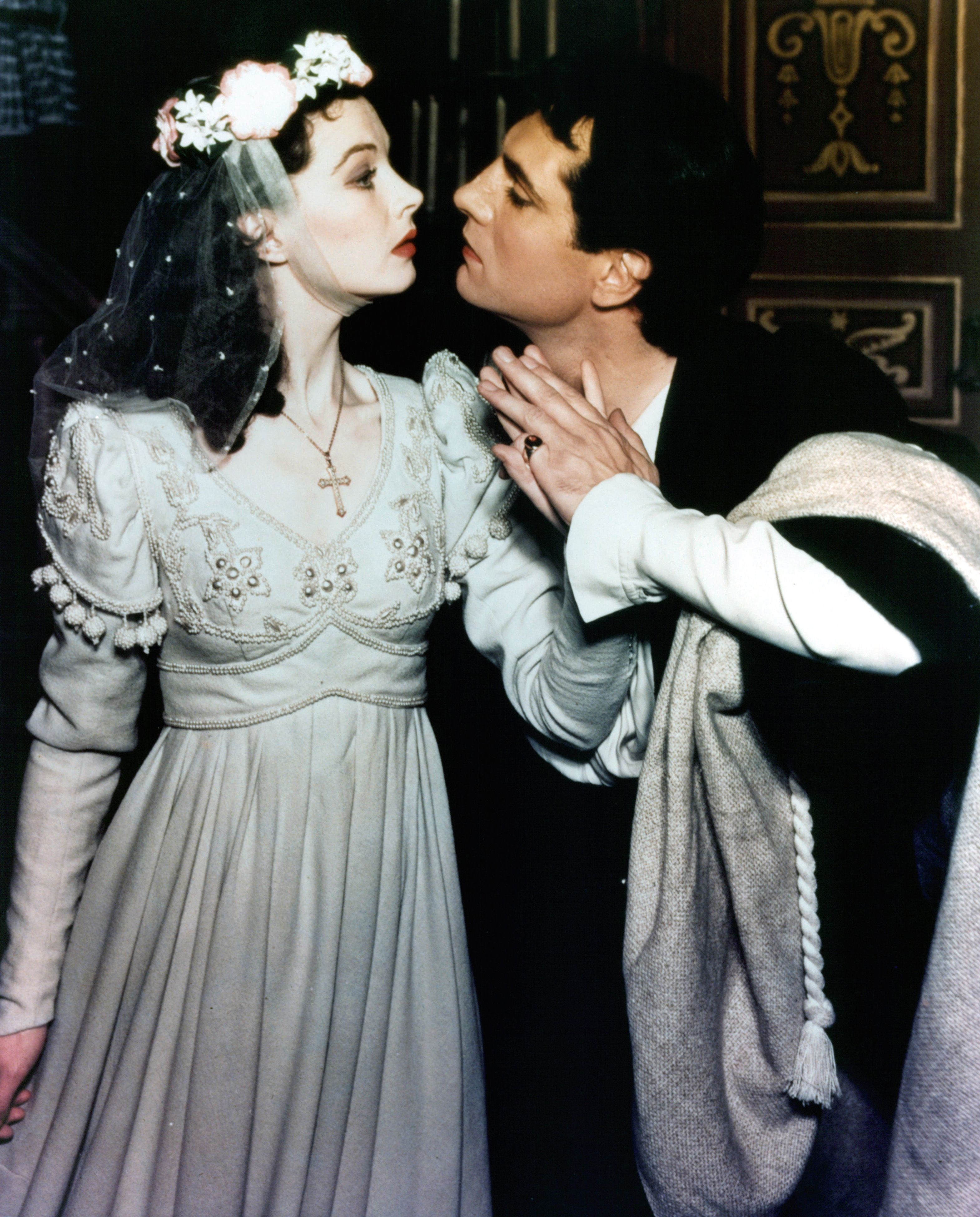 Vivien Leigh and Laurence Olivier in the 1940 stage production of 'Romeo and Juliet' | Source: Getty Images