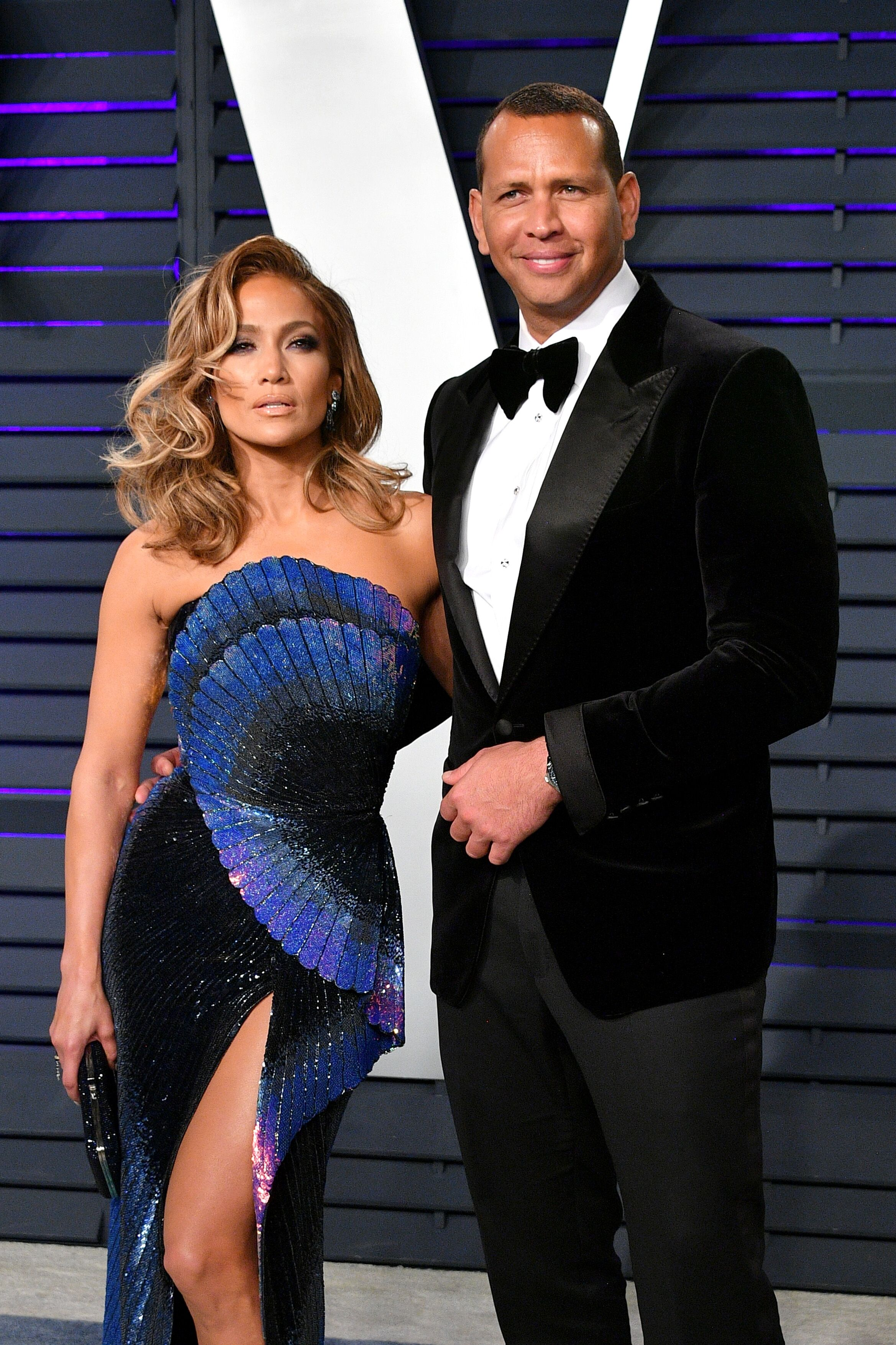 Jennifer Lopez (L) and Alex Rodriguez attend the 2019 Vanity Fair Oscar Party hosted by Radhika Jones at Wallis Annenberg Center for the Performing Arts on February 24, 2019 | Photo: Getty Images
