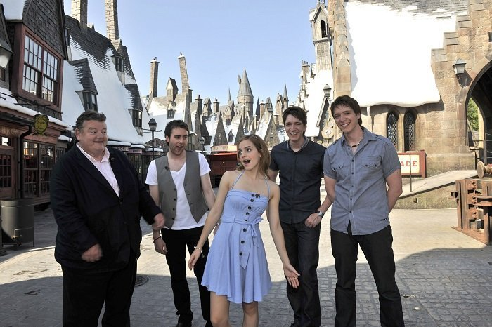 Robbie Coltrane, Matthew Lewis, Emma Watson, Oliver Phelps and James Phelps in The Wizarding World of Harry Potter on May 20, 2010 in Orlando, Florida I Image: Getty Images
