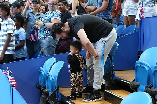 Alexis Ohanian und Tochter Olympia, 2019 Hopman Cup | Quelle: Getty Images