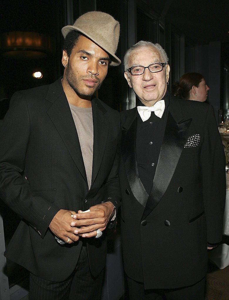 Lenny Kravitz and his father Sy Kravitz at the surprise 80th birthday party for legendary musician Bobby Short, September 12, 2004 | Photo: GettyImages