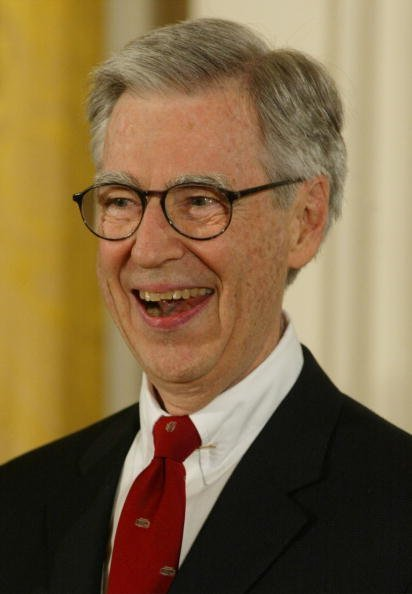 Fred Rogers at the White House, July 9, 2002 | Photo: Getty Images