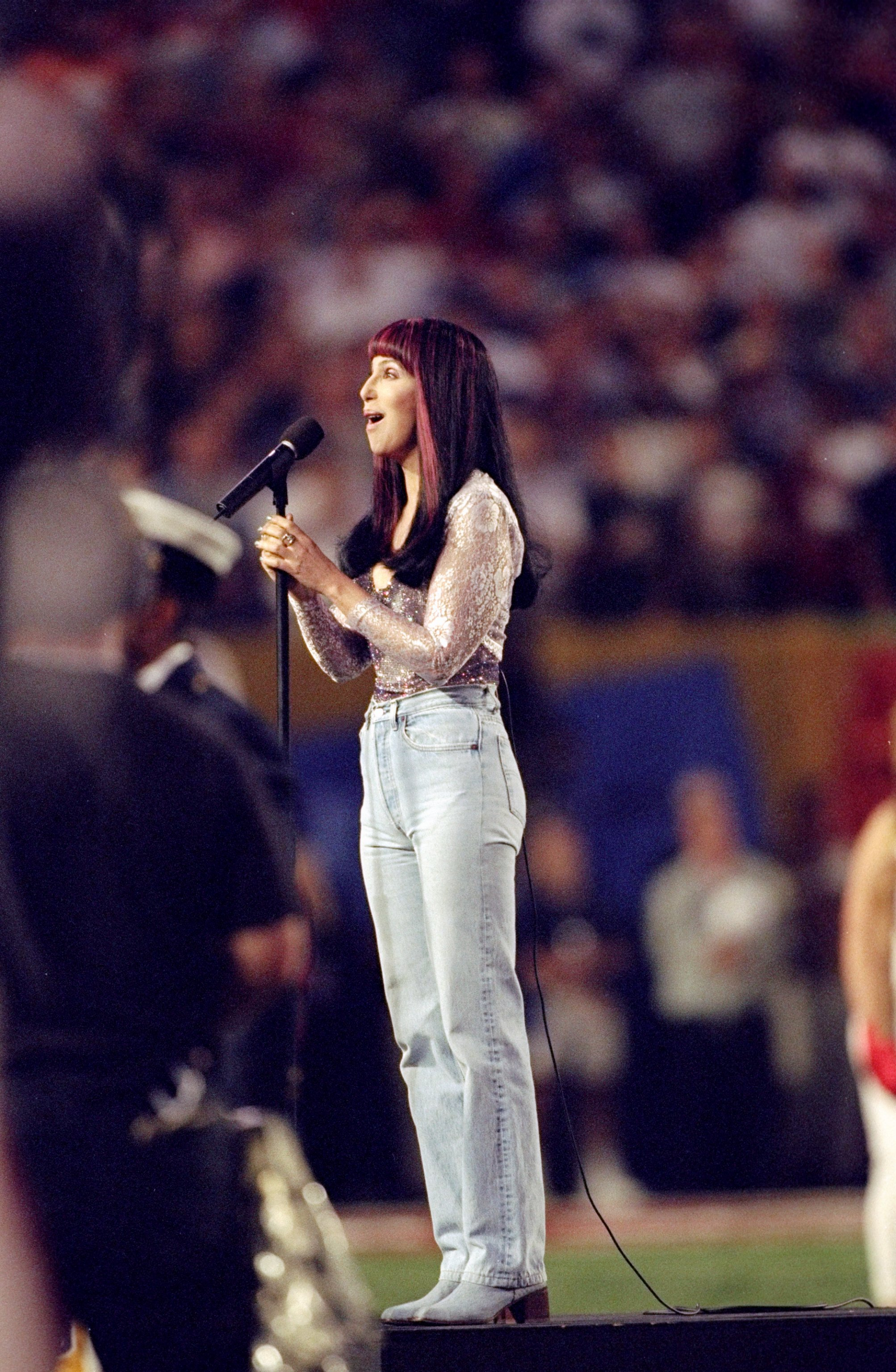 Cher gave her own rendition at the 1999 Super Bowl in Miami. | Photo: Getty Images.