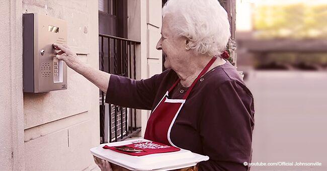 Des seniors ont investi dans de minuscules maisons mobiles pour ne pas mettre fin à leurs jours dans des EHPAD : ils cuisinent pour des étrangers
