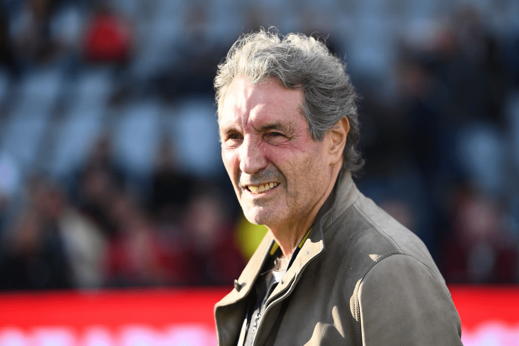 Jean-Jacques Bourdin, vice-président de Nîmes, lors du match de Ligue 1 entre Nîmes et Monaco le 11 mai 2019 à Nîmes, France. | Photo : Getty Images
