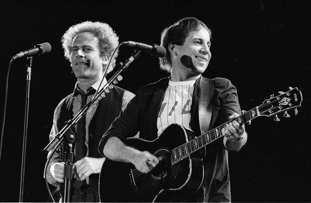 Paul Simon and Art Garfunkel perform live on stage at the Dodger Stadium in Los Angeles on August 27 1983. | Photo: Getty Images