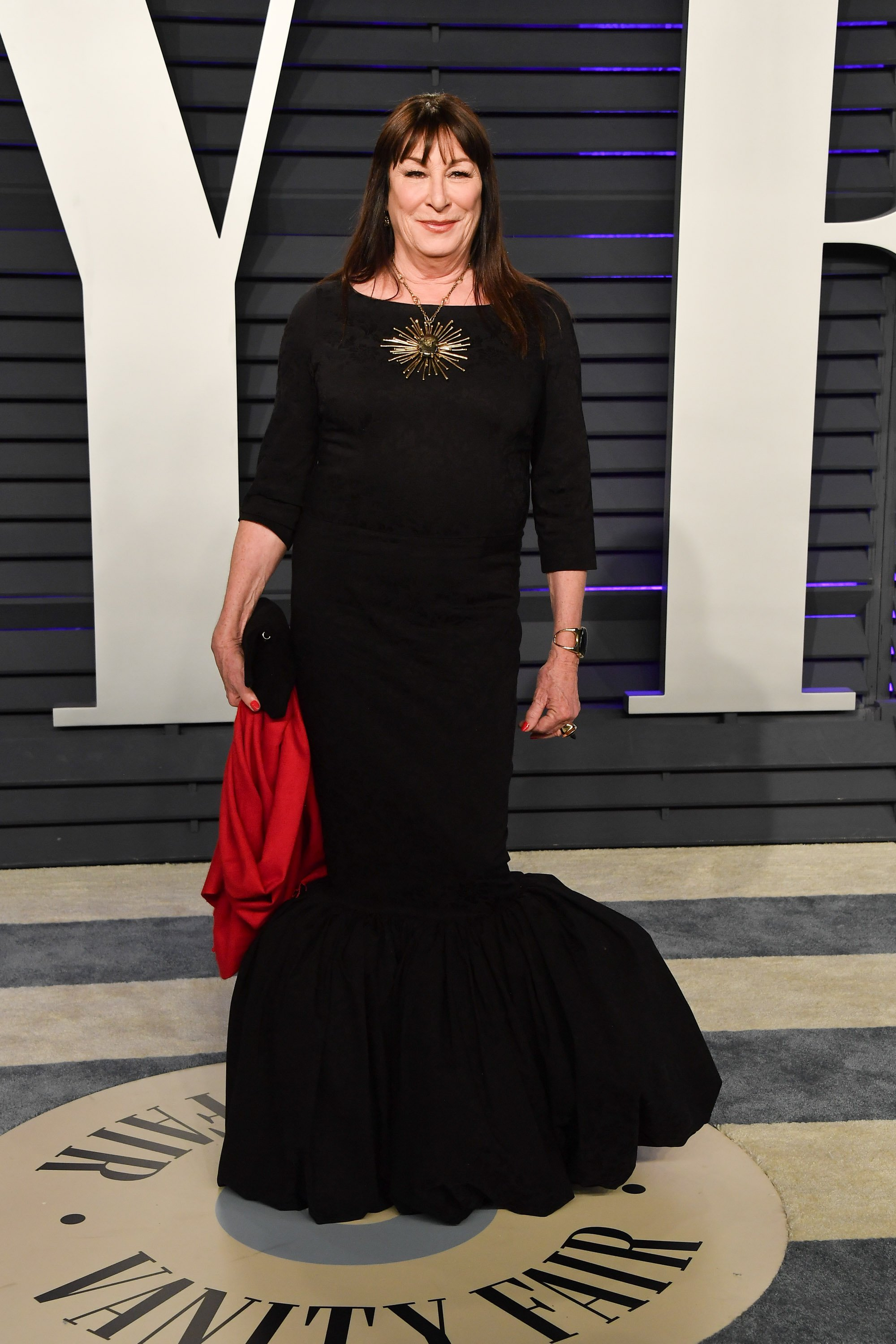Getty Images l Anjelica Huston at the 2019 Vanity Fair Oscar Party hosted by Radhika Jones on February 24, 2019 in Beverly Hills, California