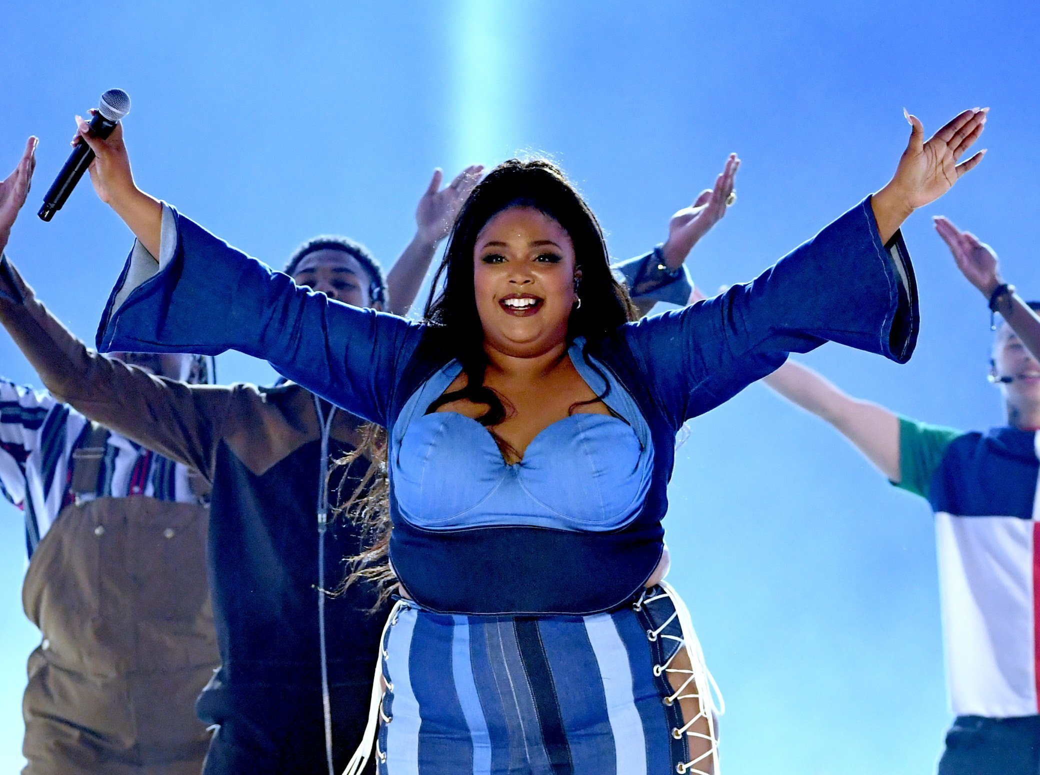 Lizzo performs onstage during the 2019 MTV Movie and TV Awards at Barker Hangar on June 15, 2019| Photo: Getty Images