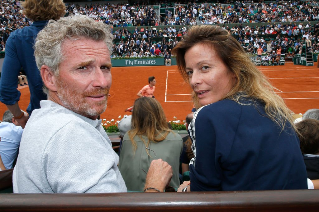 Denis Brogniart et son épouse Hortense Brogniart assistent à l'Open de France 2018 - Jour 3 à Roland Garros le 29 mai 2018 à Paris, France. | Photo : Getty Images.