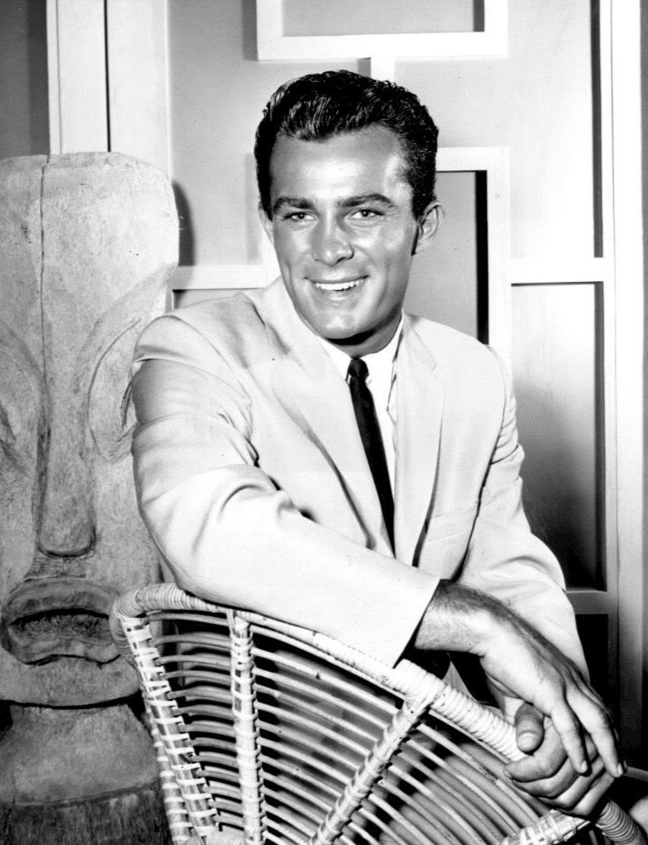 Photo of Robert Conrad as Tom Lopaka from the television program Hawaiian Eye | Source: Wikimedia Commons